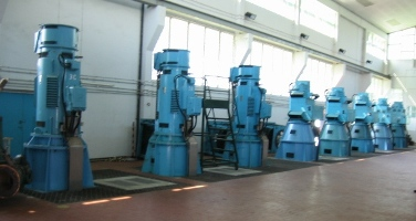 Pumping stations with long shafted pumps